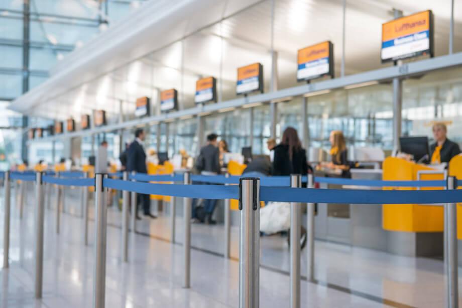 Check-In Schalter der Lufthansa