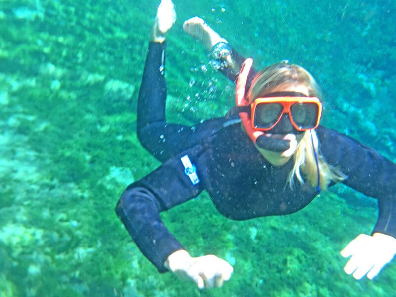 Mit Manatees schwimmen - Taucherin