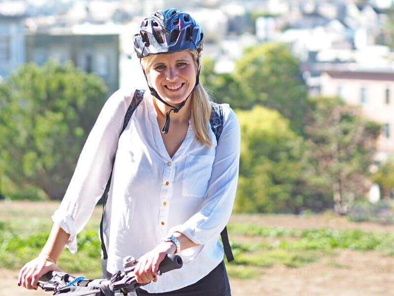 San Francisco Fahrrad ausleihen - Fahrradfahrerin