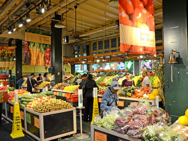 Riesiger Obststand im Reading Terminal Market