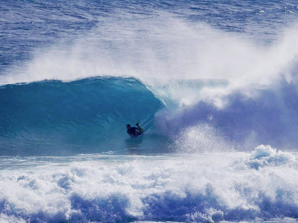 Buggyboard Suger am Strand Banzai Pipeline
