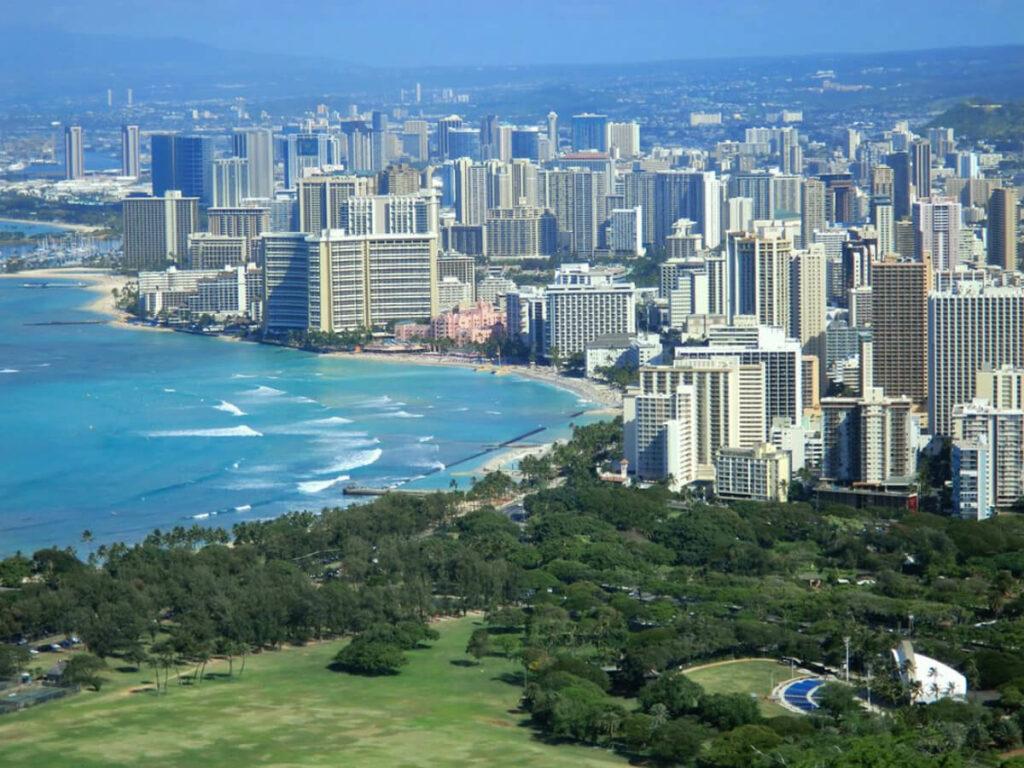 Blick vom Diamond Head auf Waikiki Beach