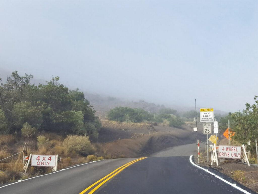 Schlechte Strassenverhältnisse am Mauna Kea Vulkan