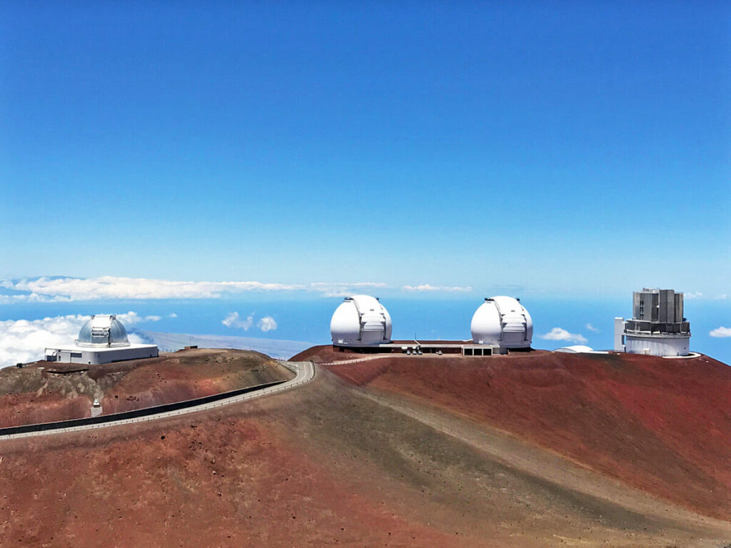 Vier Teleskope auf dem Mauna Kea Vulkan