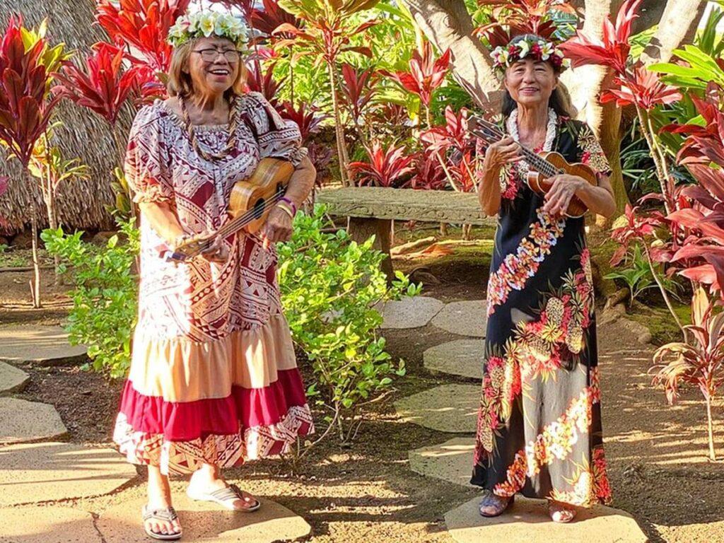 Ältere Frauen mit Ukulele