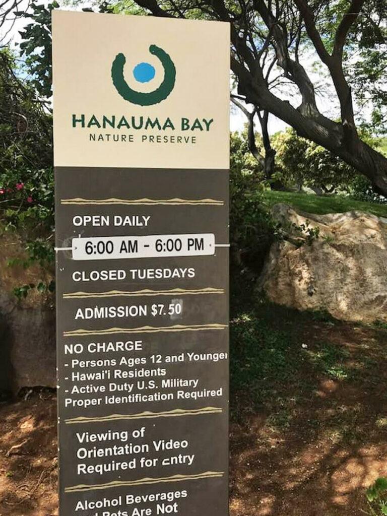 Öffnungszeiten Tafel der Hanauma Bay