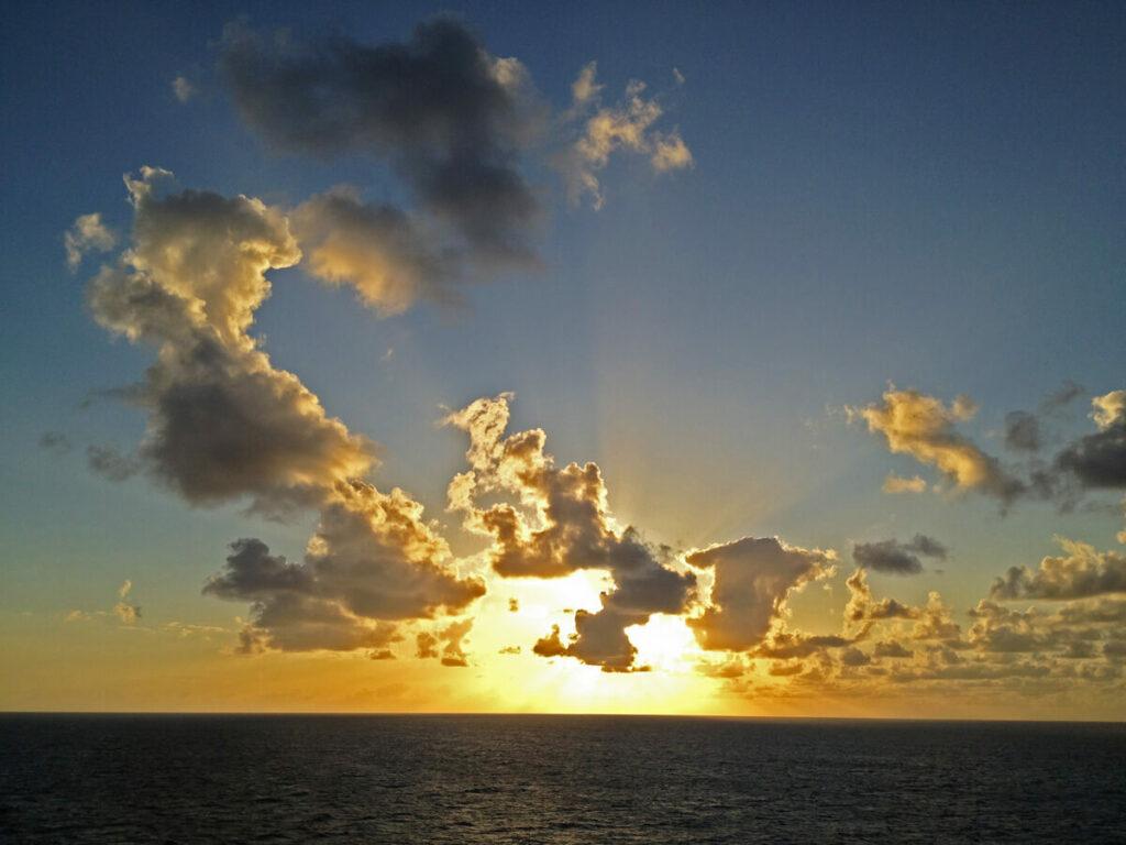 Sonnenuntergang auf einem Segelturn an der Na Pali Coast