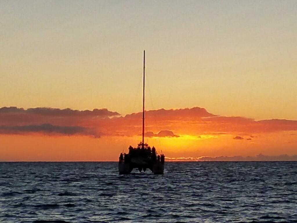 Sonnenuntergang auf einem Katamaran an der Na Pali Coast