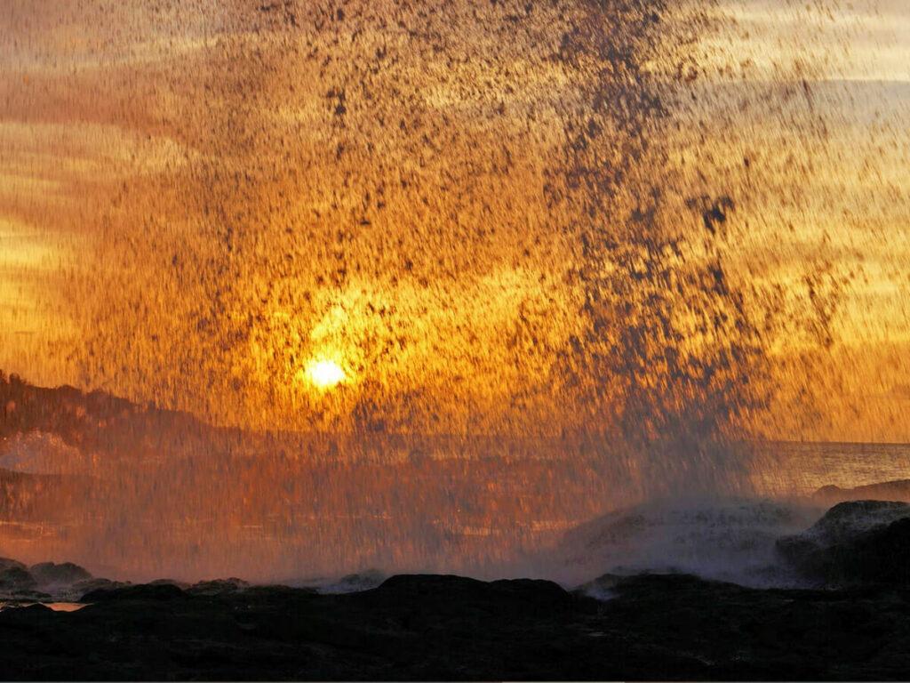 Spouting Horn beim Sonnenuntergang sieht aus wie Lava