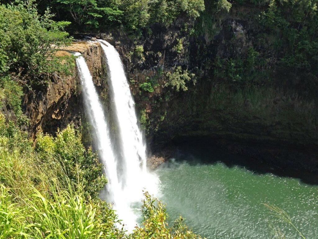 Blick vom Aussichtspunkt auf die Wailua Falls
