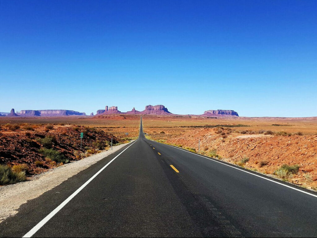 Straße zum Monument Valley am Forrest Gump Point