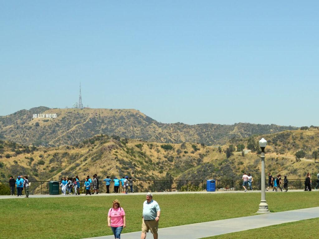 Blick auf das Hollywood Schild vom Griffith Observatorium