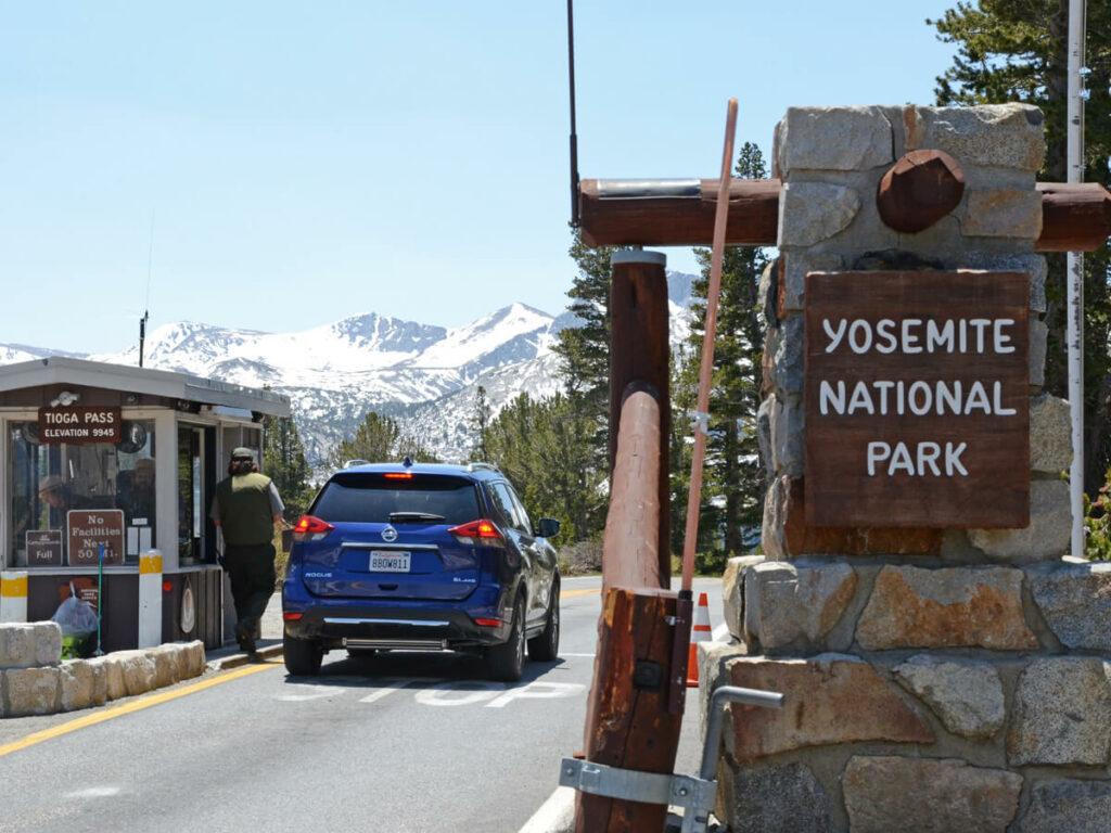 Einfahrt zum Yosemite NP über den Tioga Pass