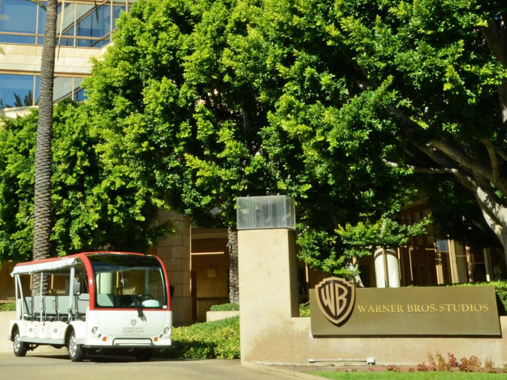 Tour Bus vor dem Warner Bros Studio in Los Angeles