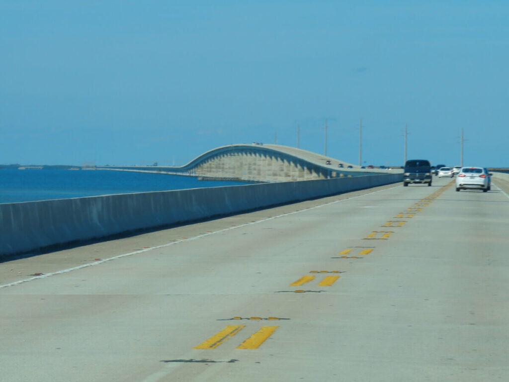 MIt dem Auto über die 7 Mile Bridge