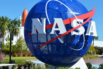 Eingang des Kenndy Space Center der NASA in Florida