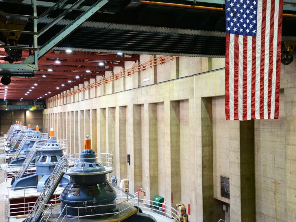 Turbinenhalle im Hoover Dam auf einer Führug