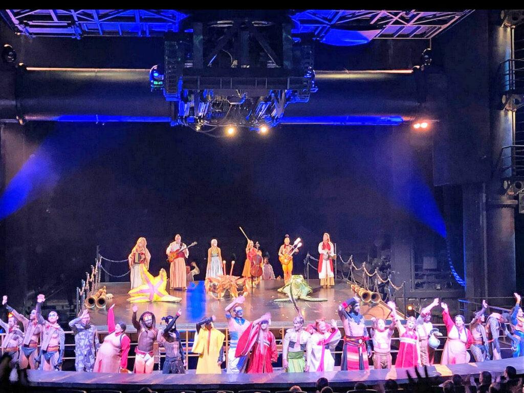 Artisten Schlussbild in der Show Ka von Cirque du Soleil