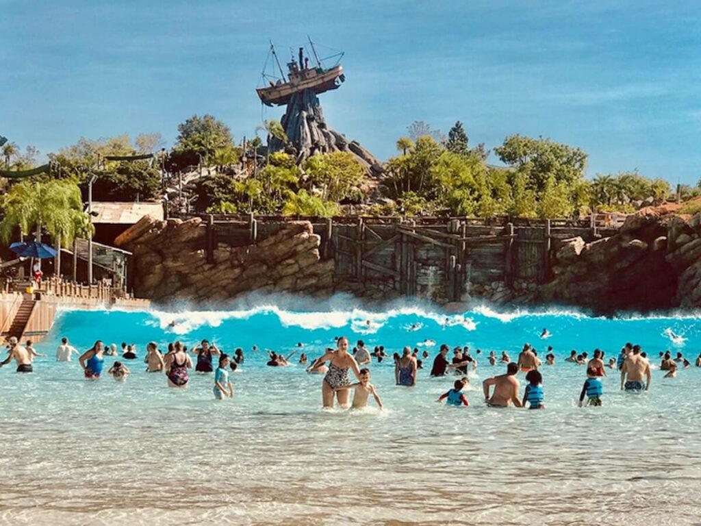 Große Welle im Wellenband desTyphoon Lagoon