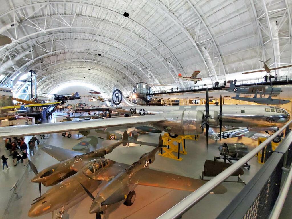 Hanger Halle im Air & Space Museeum in Washington