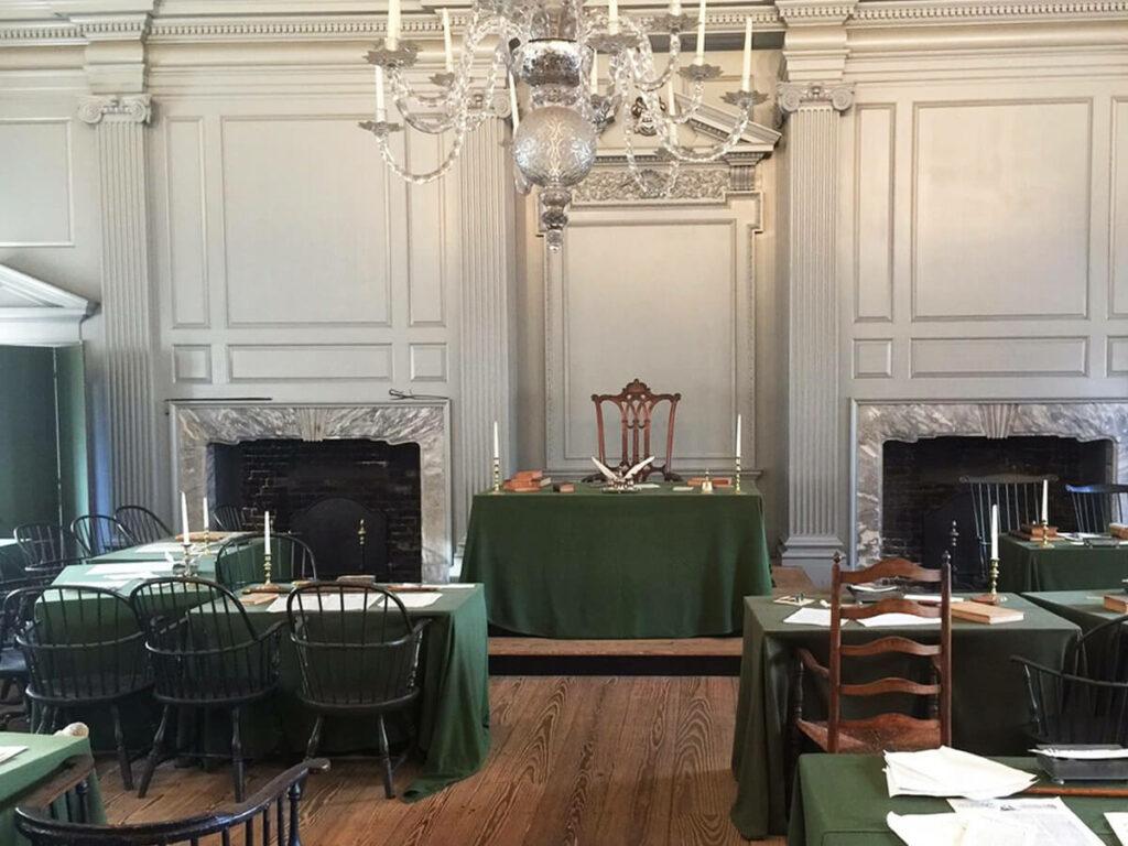Großer Saal in der Independence Hall in Philadelphia