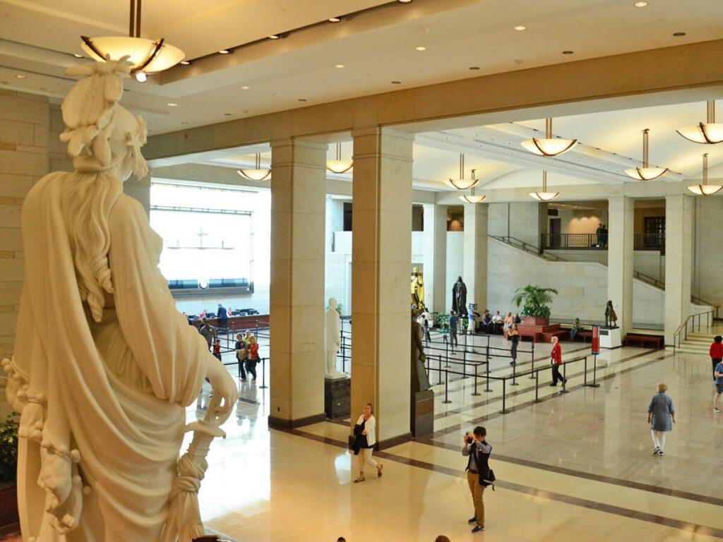 Große Eingangshalle des Besucherzentrum vom Kapitol