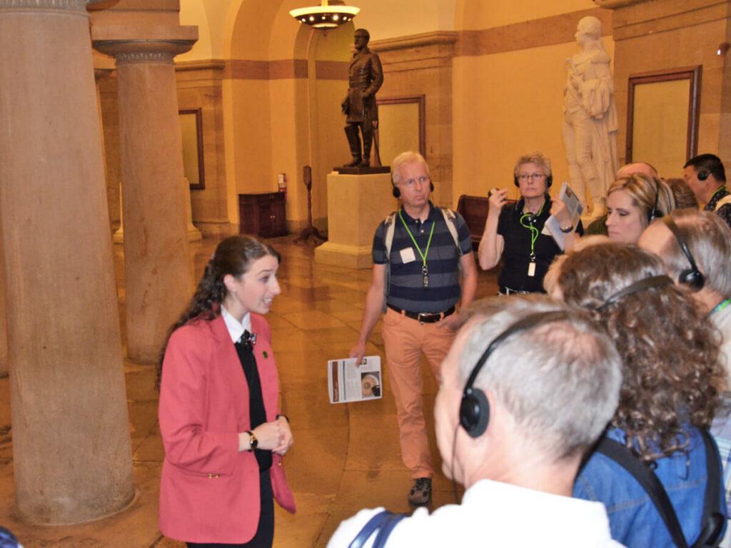 Guide bei der Führung im Kapitol