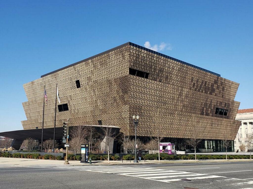 Außenansicht vom African Amertican History Museeum in Washington