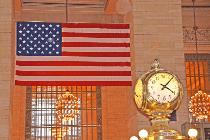 Grand Central Terminal mit Uhr und Fahne