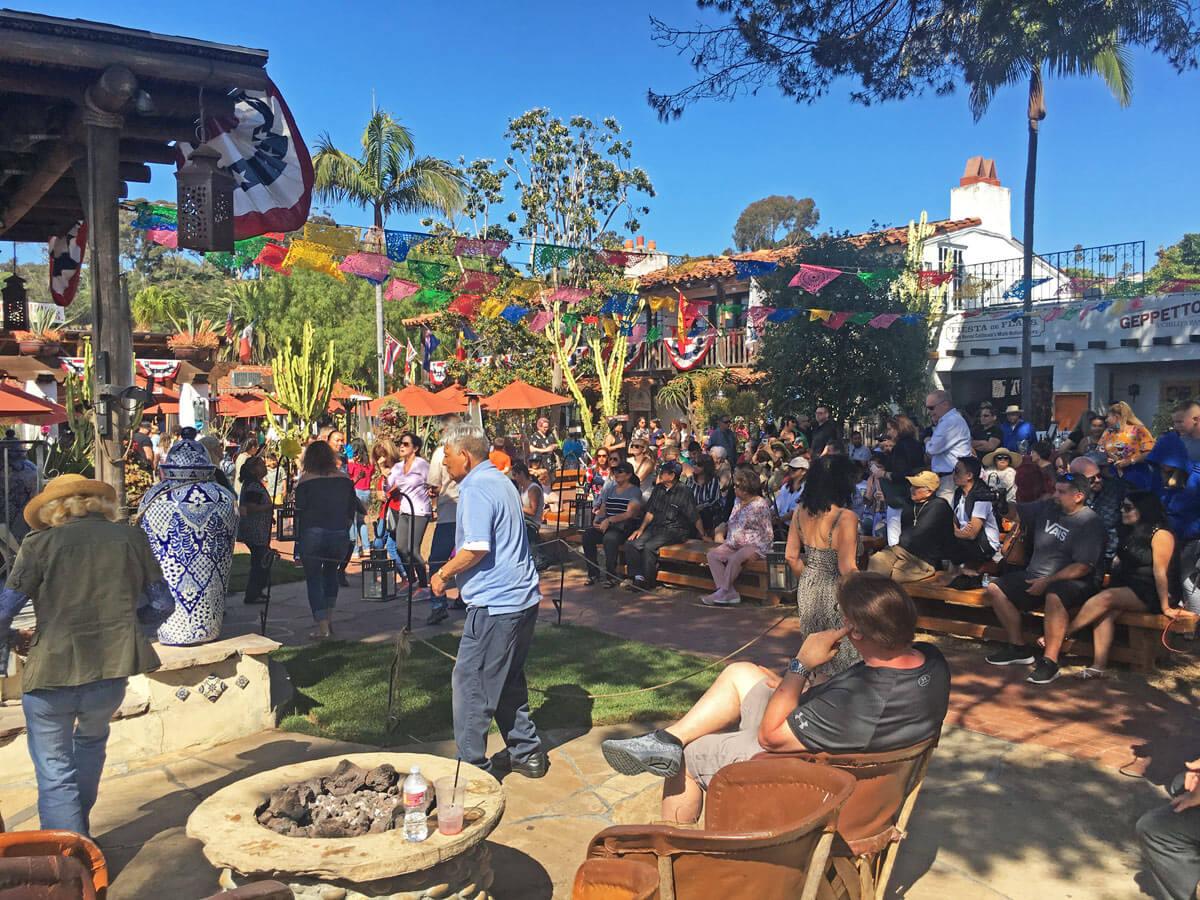 Essen bei spanischer Musik in Old Town San Diego