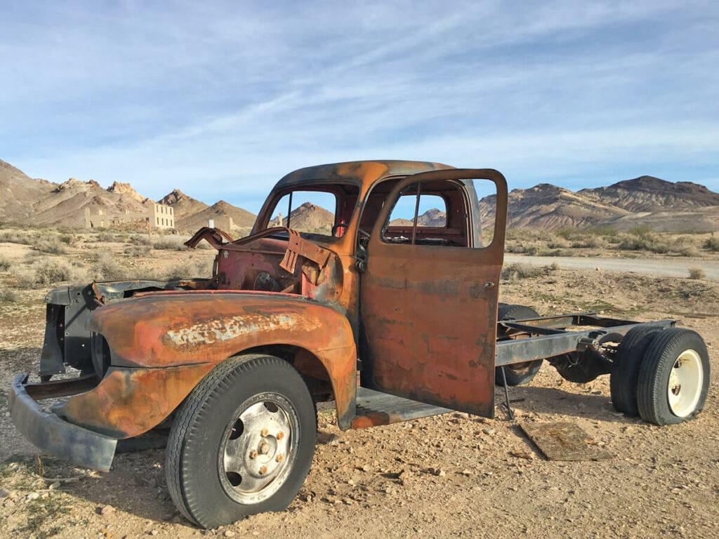 Schrottwagen in Rhyolite im Death Valley