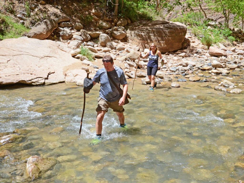 Pärchen mit Wanderstock Virgin River