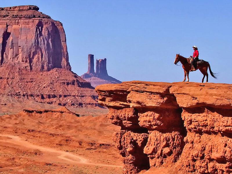 Reiter im Monument Valley