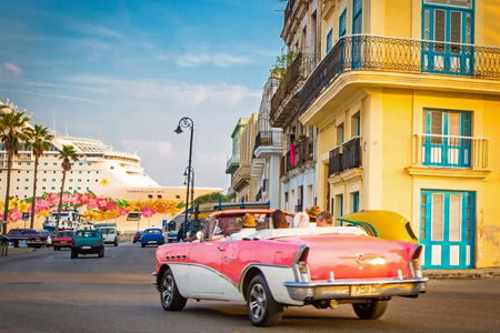 NCL Kreuzfahrtschiff in Kuba